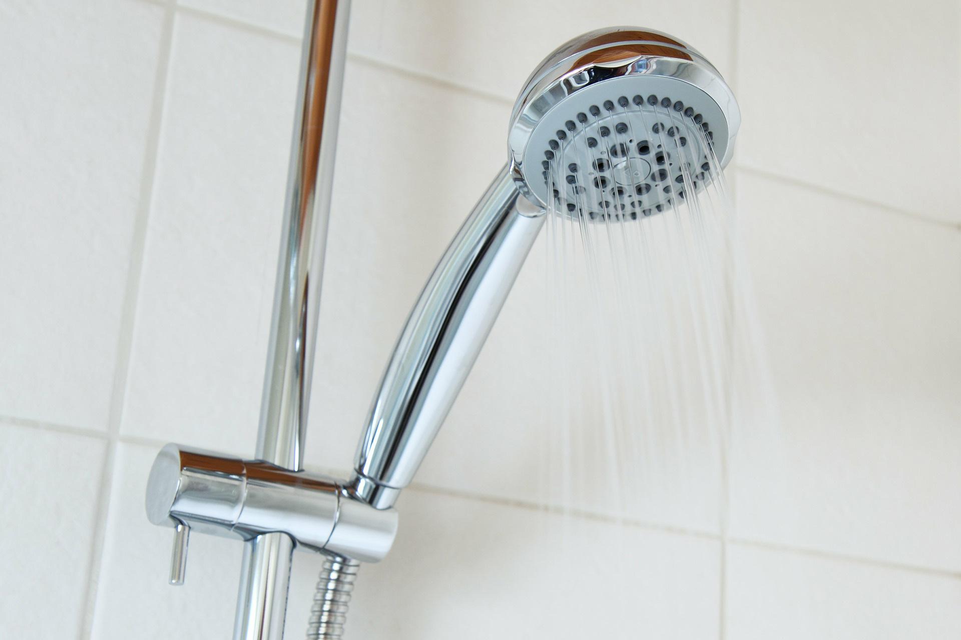 enlever le calcaire sur une colonne de douche en inox. Black Bedroom Furniture Sets. Home Design Ideas